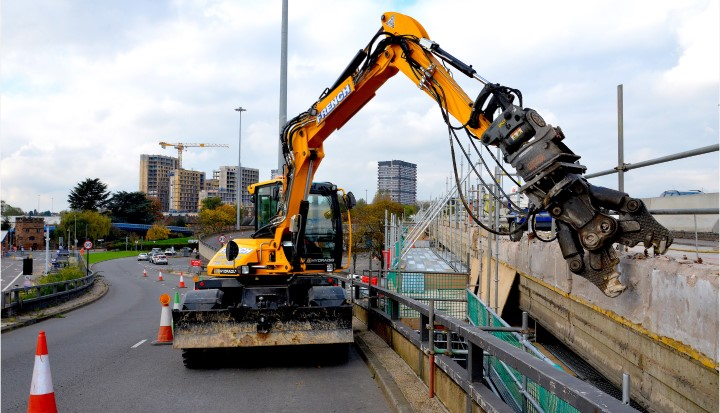 Demolition Hydradig for French Contractors