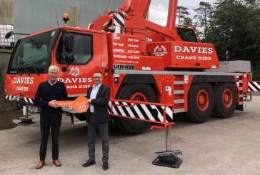 Davies Crane Hire celebrates 40 years in business with a new Liebherr LTM1060