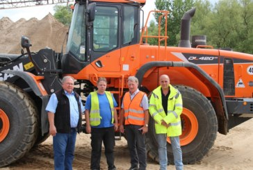 J & E Horst purchases Doosan DL420CVT-5 wheel loaders