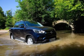Ssangyong Musso   Enter the dragon