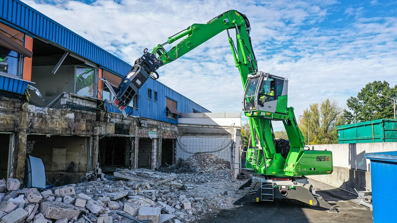 Multi Task with a Sennebogen Mobile Demolition Machine