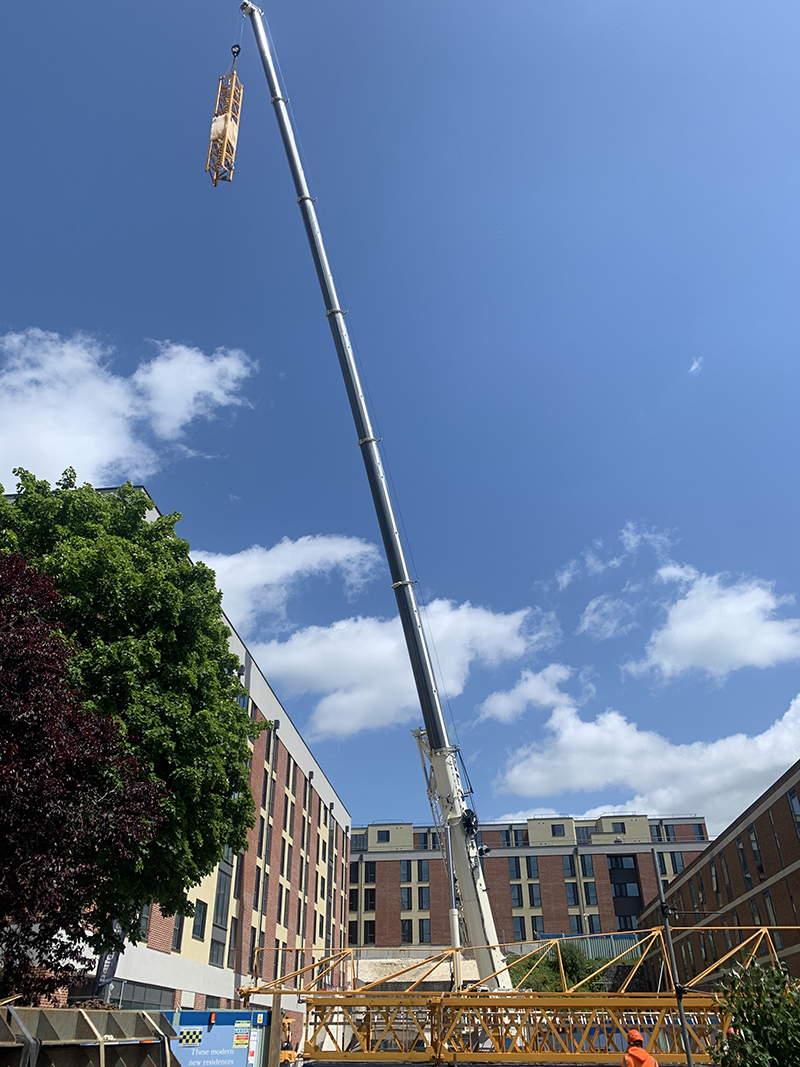 Southern Cranes & Access takes delivery of UK's first Grove GMK5250XL-1