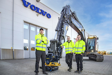 The world's first Volvo Smart Connect excavator fully equipped with automatic quick hitch system and tiltrotator